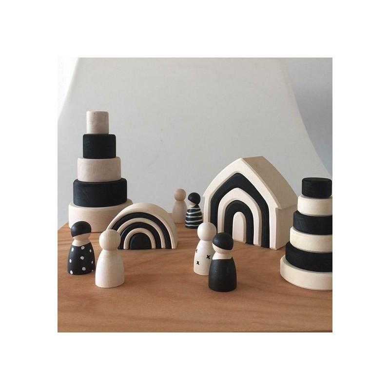 Torre cónica pequeña blanco y negro