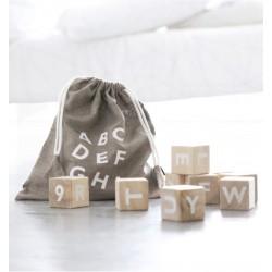 Cubos de madera con letras White