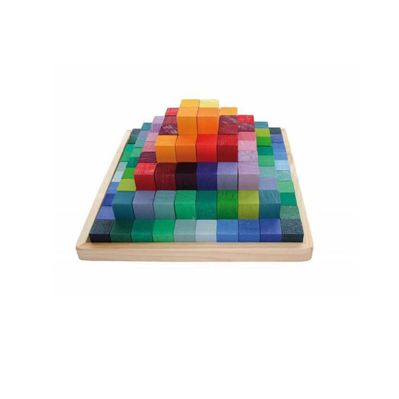 Pirámide de bloques de madera