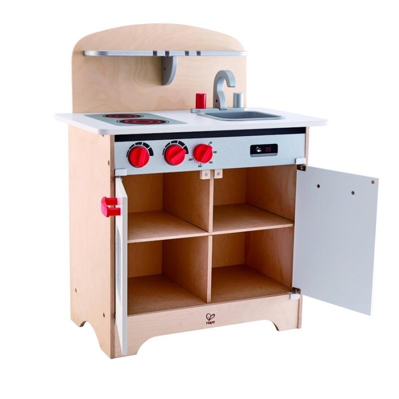 Cocina blanca de madera.
