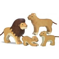 León pequeño parado- Animal de madera