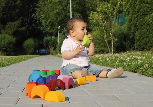 La necesidad de los bebés de explorar con la boca